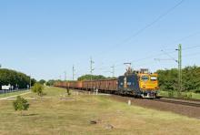 Train Hungary 400 615-7 v čele ložený ''Eas-ov''