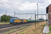 Dvojica ''Bizónov'' CER Holding na jednom vlaku
