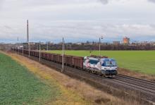 Vectron 383 203 ZSSKC po prvý krát s nákladným vlakom