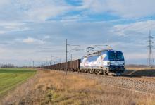 Vectron 383 201 ZSSKC po prvý krát s nákladným vlakom