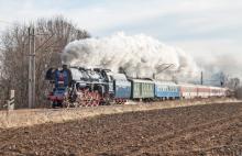 498.104 s MIKULÁŠSKYM vlakom do SMOLENÍC