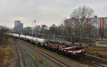 Dvojica 742 087 a 742 279 v čele cisternového vlaku
