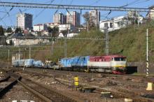 Bardotka 749 254 s Kocúrom 742 311 EŽ s vlakom pojazdnej betonárky