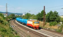 240.105 s novými ČDC cisternami