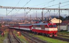 Rušeň 350.002 po EH na prvých vlakoch
