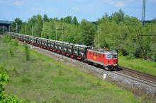 121.007 RML na vlaku s kontejnery innofreight do Opatovic nad Labem