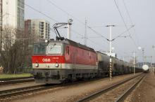 ÖBB 1144 s cisternovým vlakom v Petržalke