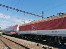 Poškodené trolejové vedenie paralyzovalo dopravu medzi Bratislavou a Kútmi