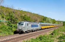 Metrans Vectron v čele vlakov Regiojetu